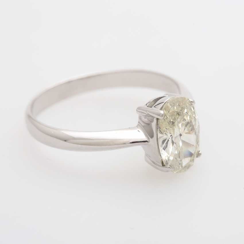 Solitaire Ring, with an oval fac. Diamond of 1.70 ct, - photo 2
