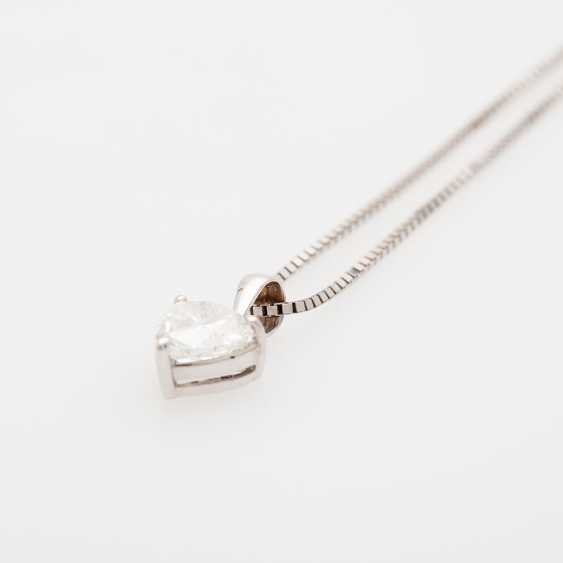 Pendant with a diamond in heart cut - photo 2