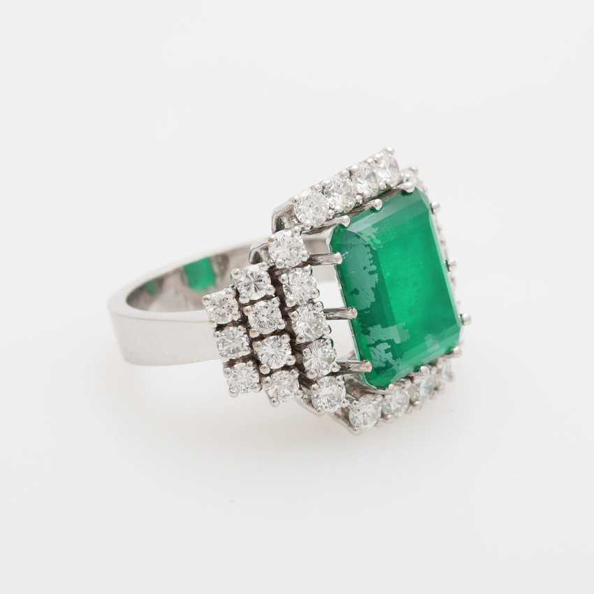 Cocktail ring with diamonds and green stone, - photo 2