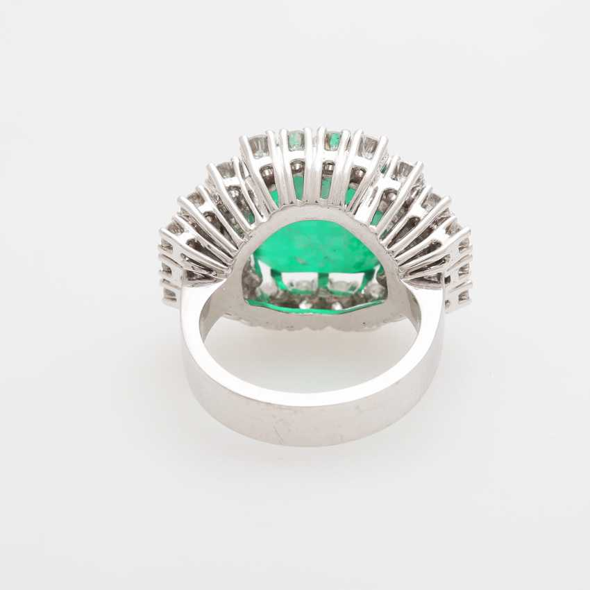 Cocktail ring with diamonds and green stone, - photo 4