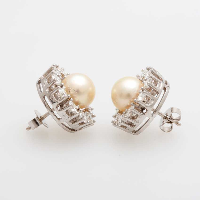 Pair of earrings with diamonds and Akoya pearls, - photo 2