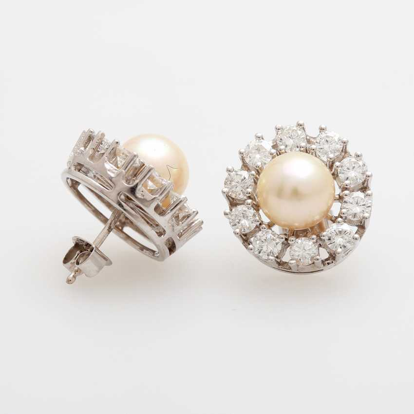 Pair of earrings with diamonds and Akoya pearls, - photo 3