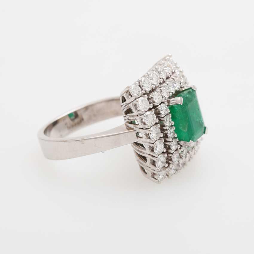 Emerald ring with diamonds, - photo 2