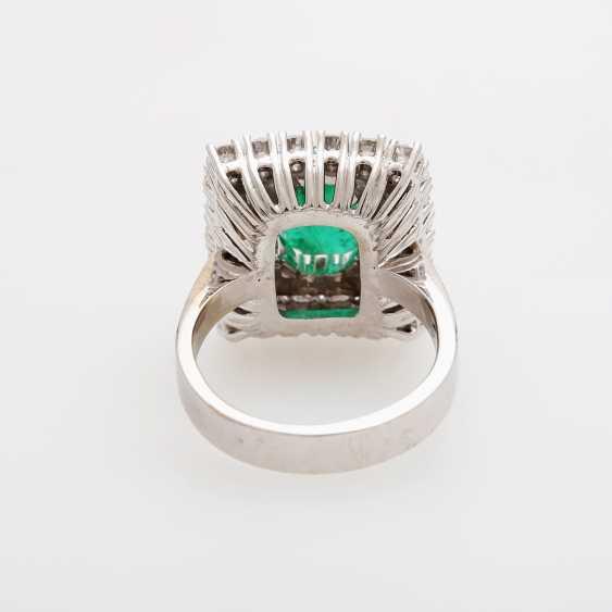 Emerald ring with diamonds, - photo 4
