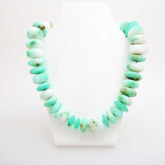 Extravagant necklace made of chrysoprase lenses in the course; - photo 1