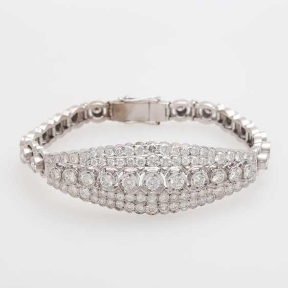 Bracelet with eye-catching brilliant stocking - photo 1
