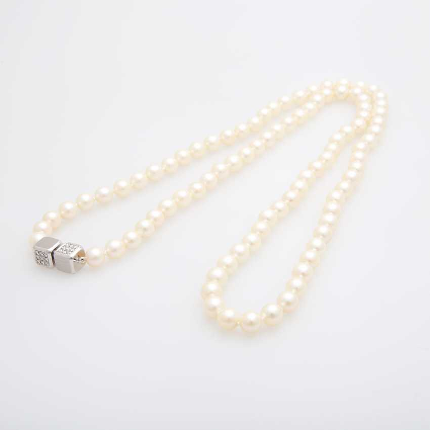 Necklace made of cream-colored cultured pearls - photo 3