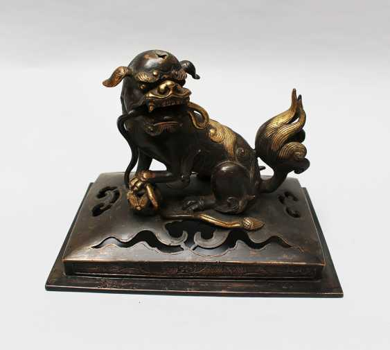 Chinese  Bronze Fo Lion - photo 1