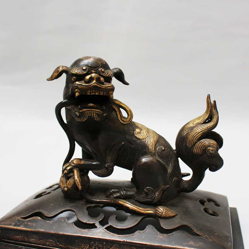 Chinese  Bronze Fo Lion - photo 3