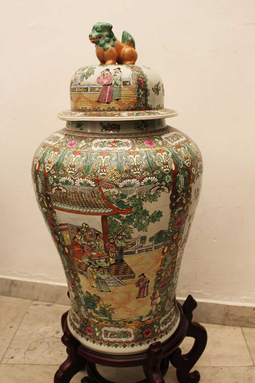 Pair of Cantonese Familie Verte Guardian  Vases - photo 3