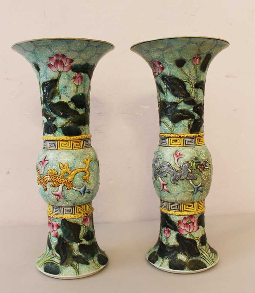 Pair of chinese porcelain vases - photo 1