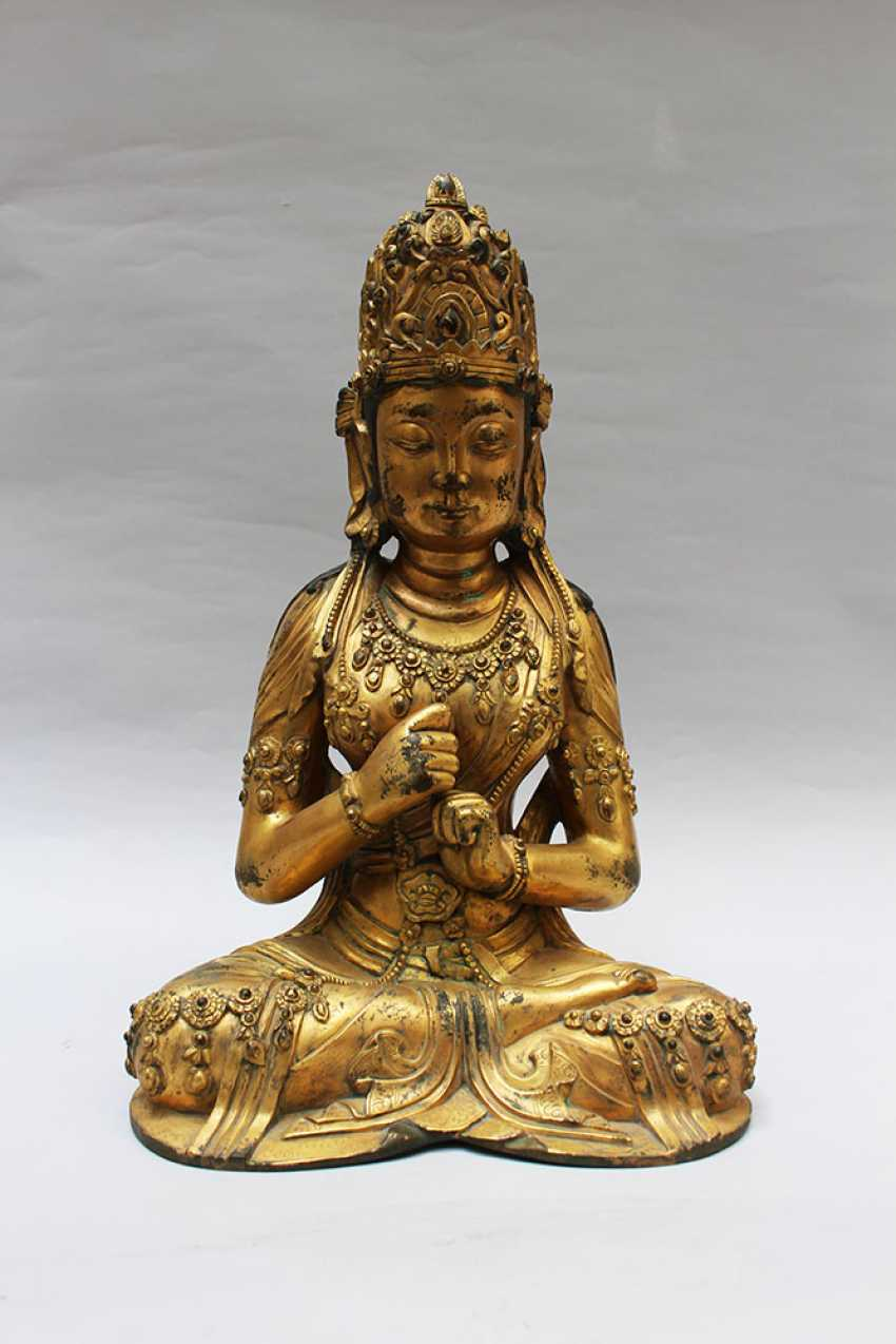 Late Ming bronze sculpture of Guanyin - photo 1