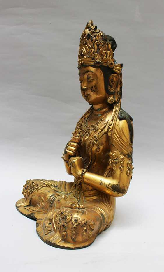 Late Ming bronze sculpture of Guanyin - photo 2