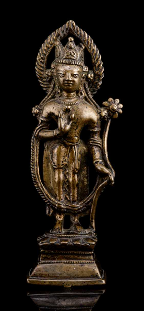 Fine Bronze standing Padmapani, on a Lotus on a Pedestal - photo 1