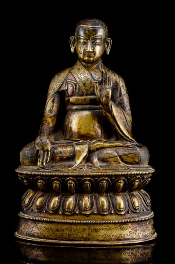 Fine and rare Bronze of a Lama SANS.RGYAS.'PHEL with silver and copper deposits - photo 1