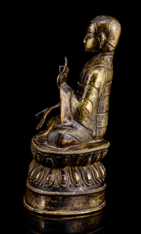 Fine and rare Bronze of a Lama SANS.RGYAS.'PHEL with silver and copper deposits - photo 4