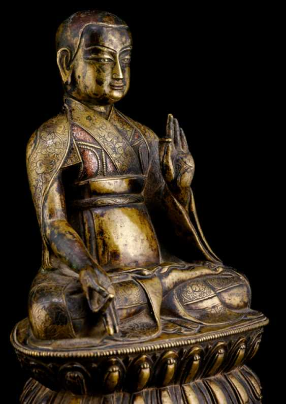 Fine and rare Bronze of a Lama SANS.RGYAS.'PHEL with silver and copper deposits - photo 5