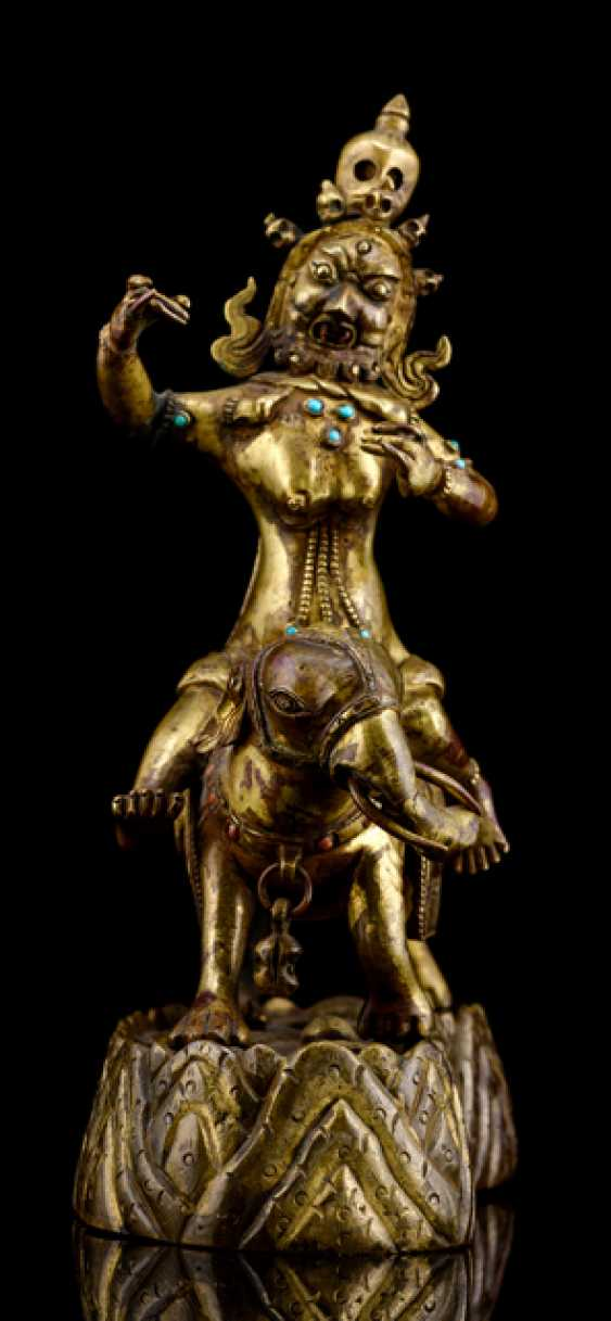 Rare fire gilt Bronze of a female deity - photo 2