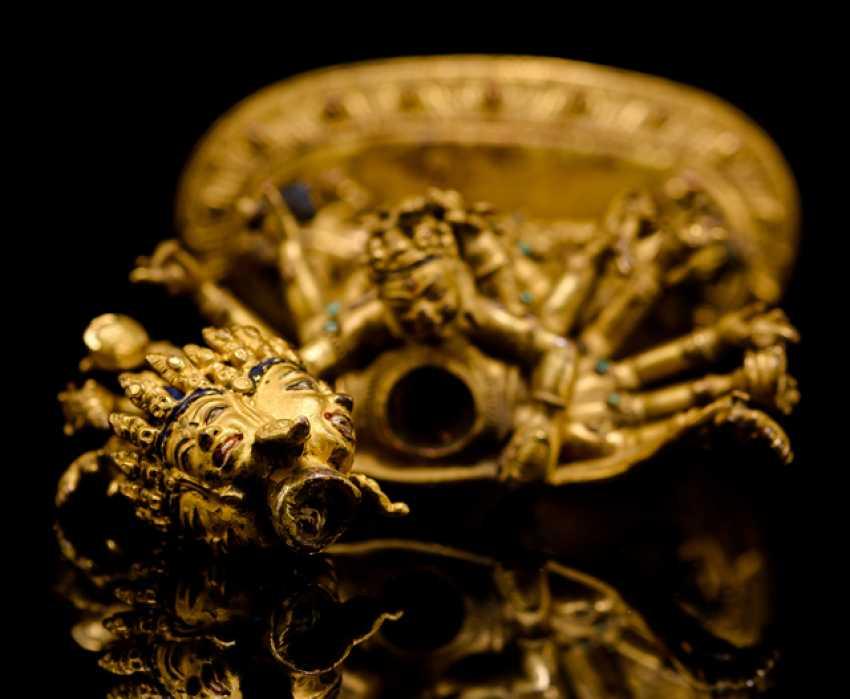 Fire-gilt Bronze of the Cakrasamvara on a Lotus - photo 2