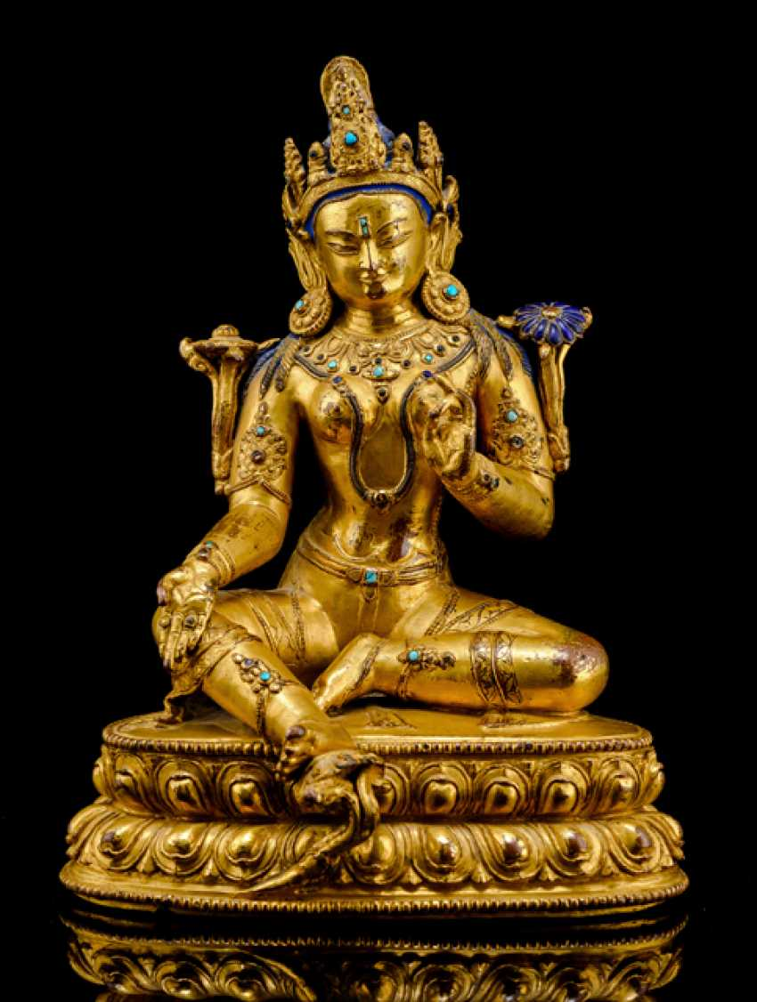Fine fire-gilded Bronze of Syamatara with lapis lazuli inserts - photo 1