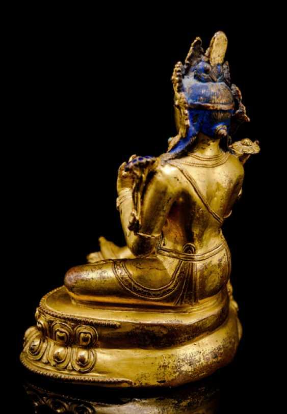 Fine fire-gilded Bronze of Syamatara with lapis lazuli inserts - photo 3