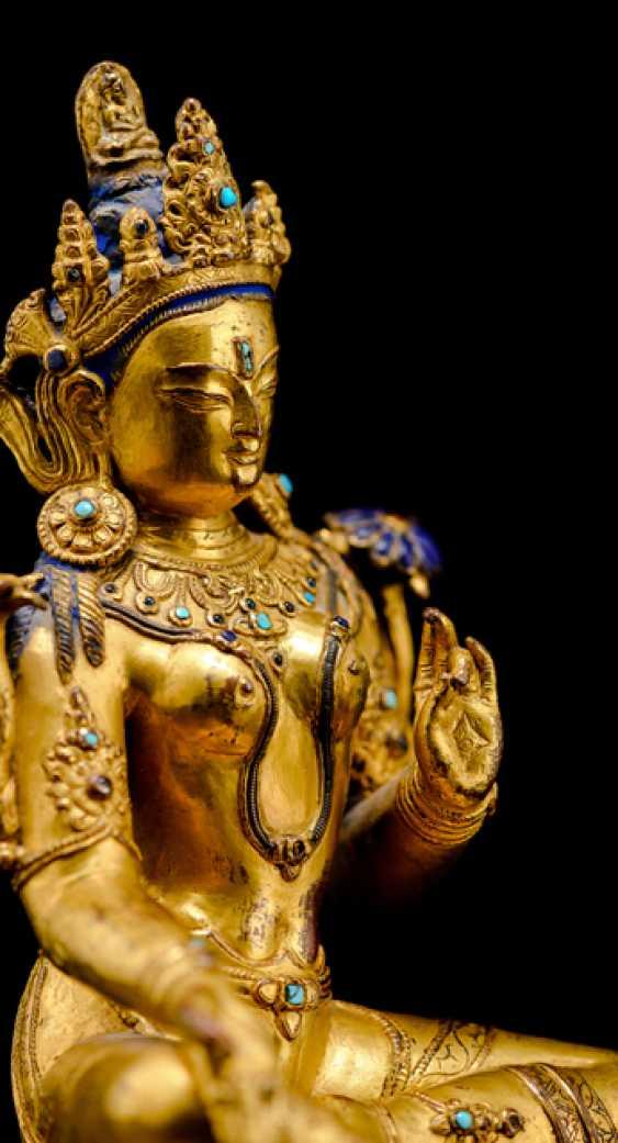Fine fire-gilded Bronze of Syamatara with lapis lazuli inserts - photo 4