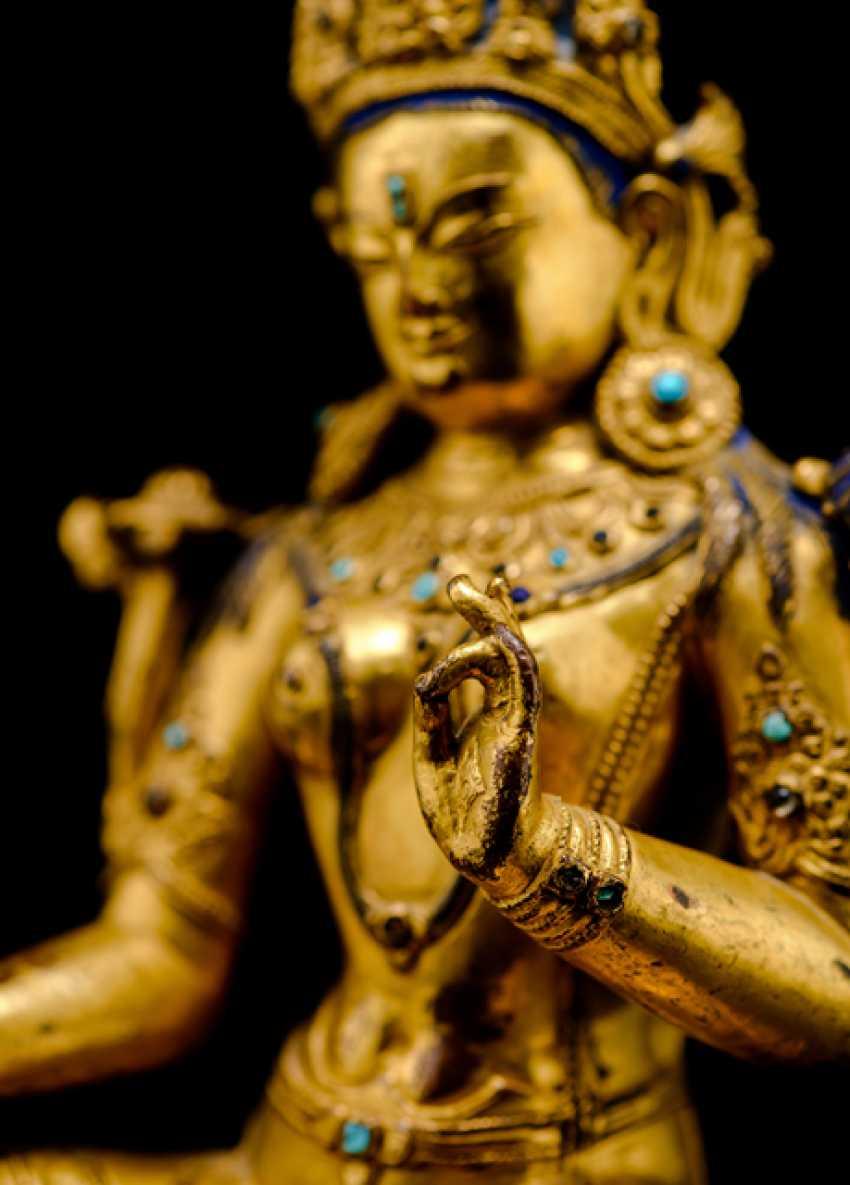 Fine fire-gilded Bronze of Syamatara with lapis lazuli inserts - photo 5