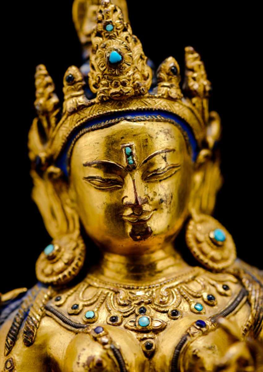 Fine fire-gilded Bronze of Syamatara with lapis lazuli inserts - photo 6
