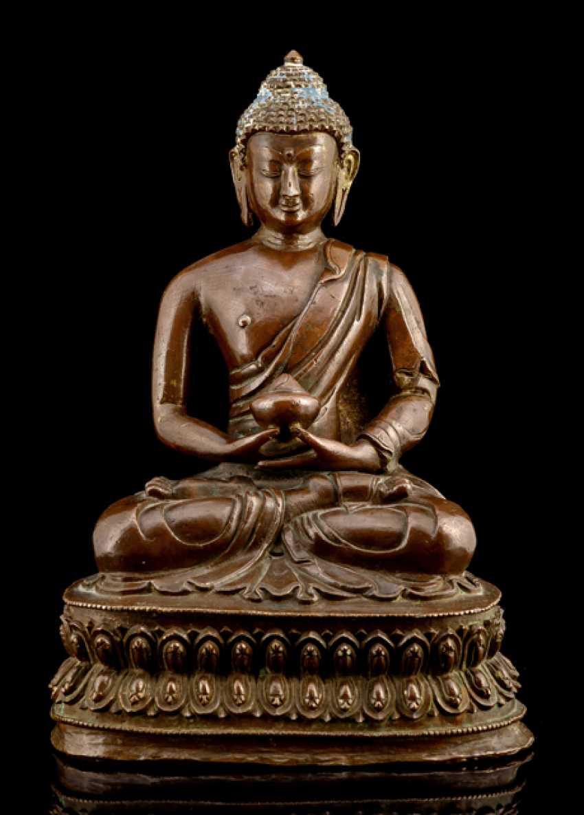 Bronze of Buddha Shakyamuni on a Lotus - photo 1