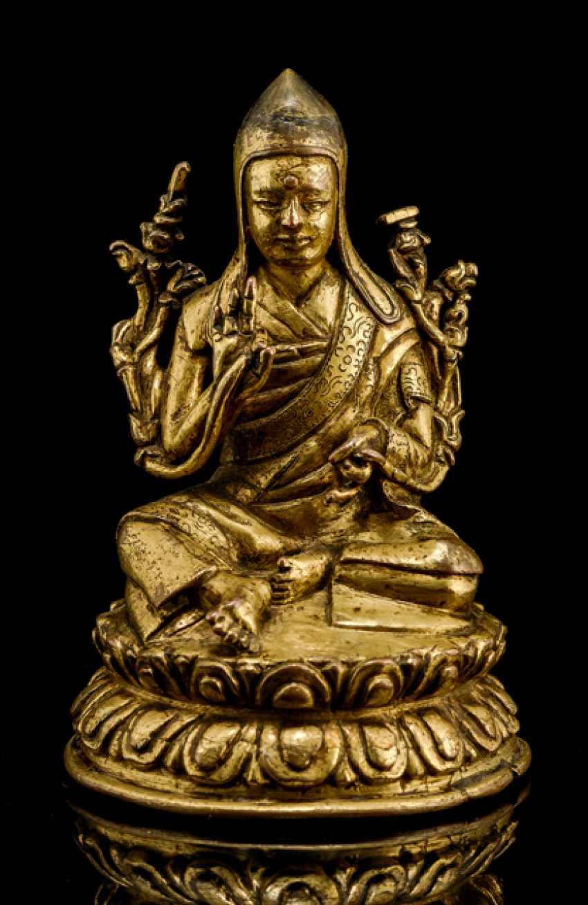 Fire gilt Bronze of a SASKYAPA LAMA - photo 1