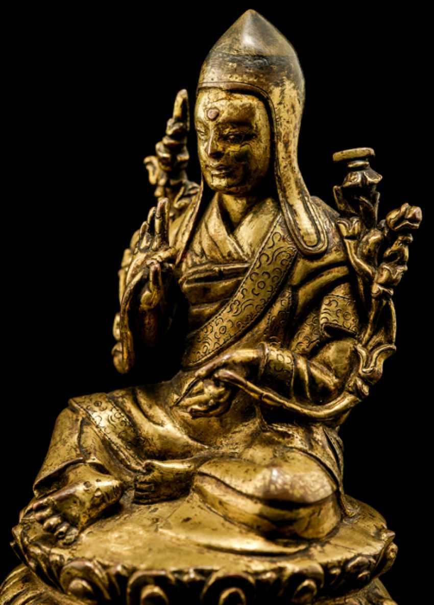 Fire gilt Bronze of a SASKYAPA LAMA - photo 2