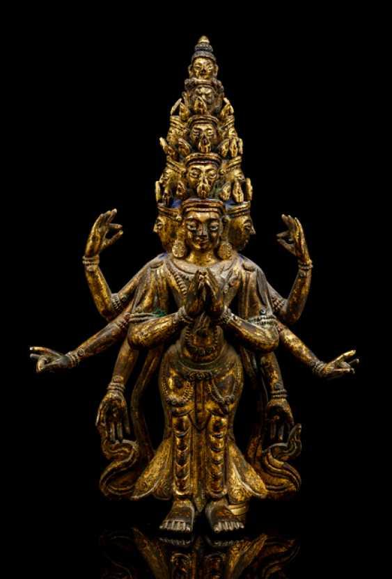 Fire-gilt Bronze of the ekadasha lokeshvara - photo 1