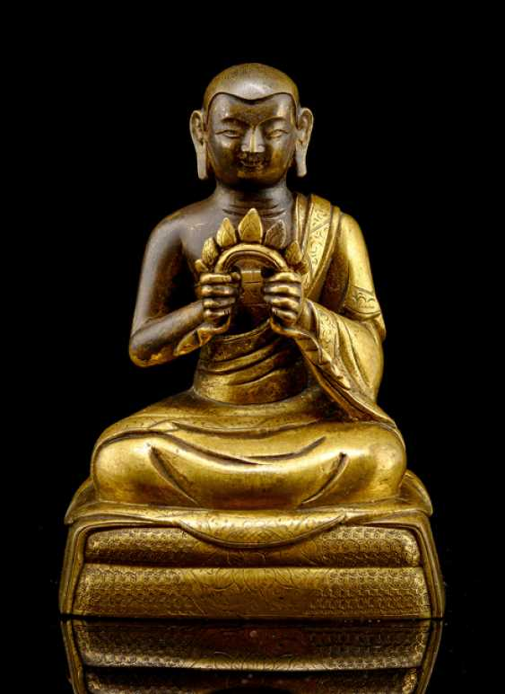 Partially fire-gilded Bronze of the Rahula - photo 1