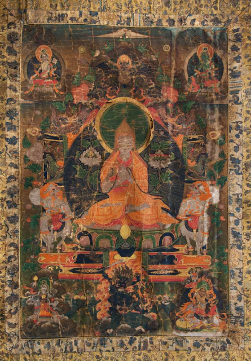 Thangka with fine depiction of Tsongkhapa with silk brocade mount - photo 1