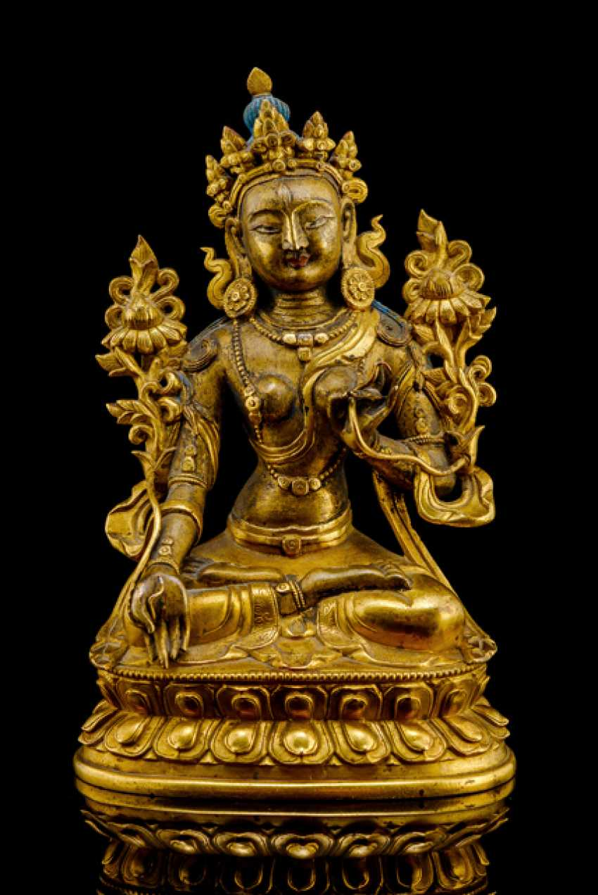 Partially fire-gilded Bronze, the Sitatara on a Lotus - photo 1
