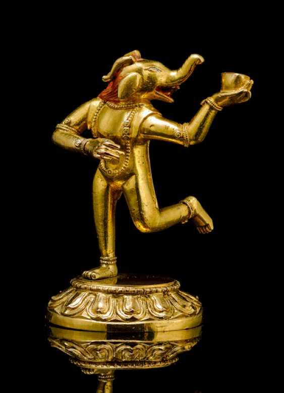 Fire gilt Bronze of a Makaravaktra - photo 1