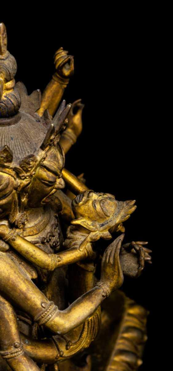 Fire gilt Bronze of a deity, probably Chakrasamvara - photo 2