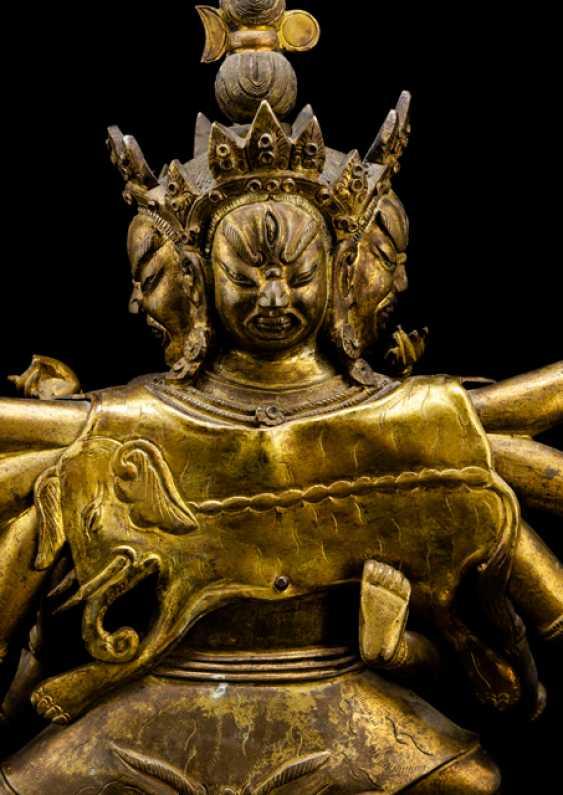 Fire gilt Bronze of a deity, probably Chakrasamvara - photo 3