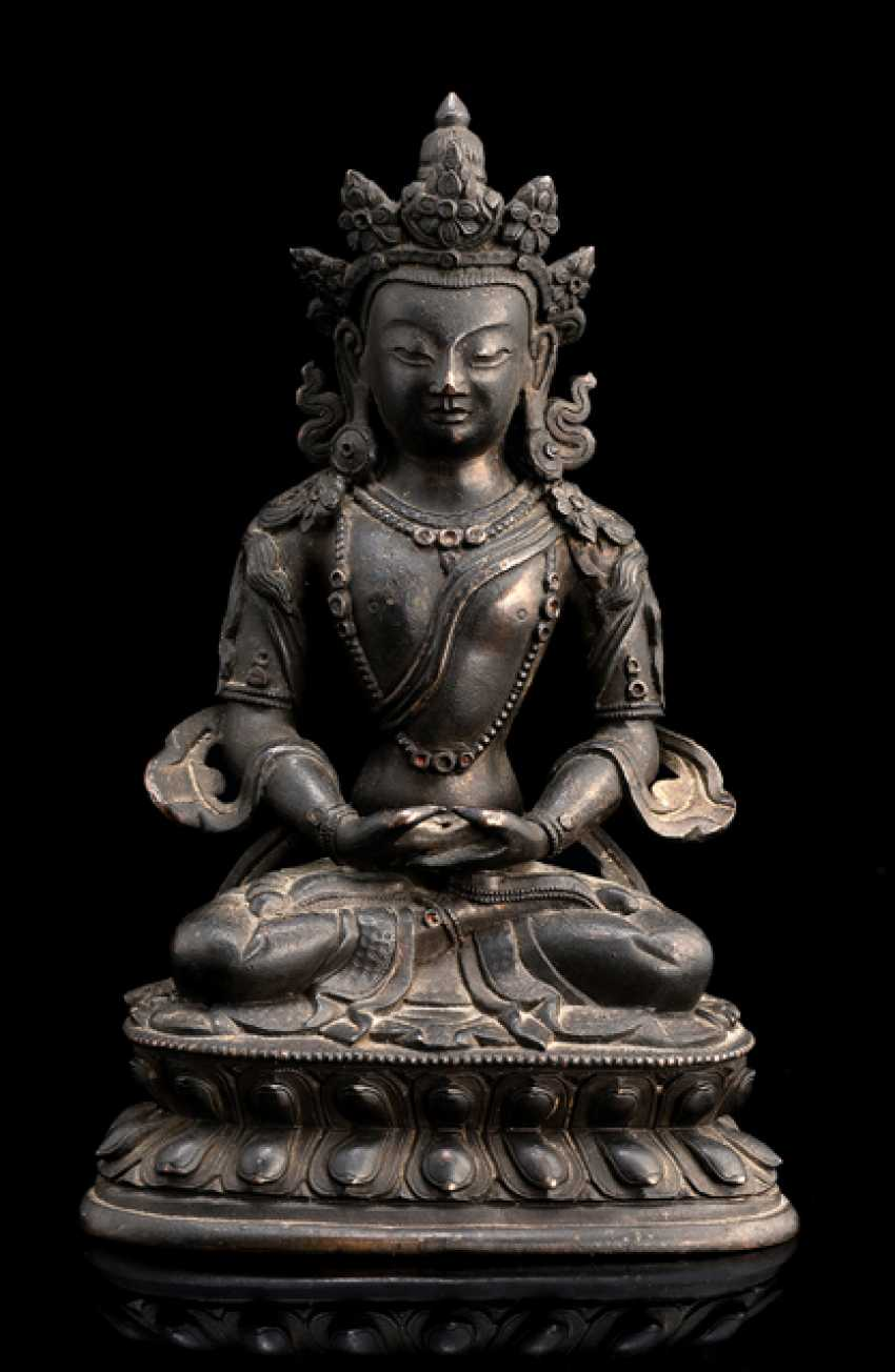 Bronze of Amitayus on a Lotus - photo 1
