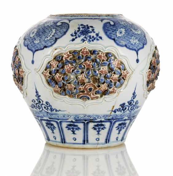 Large and very rare underglaze blue and copper red shoulder pot type 'guan' - photo 1