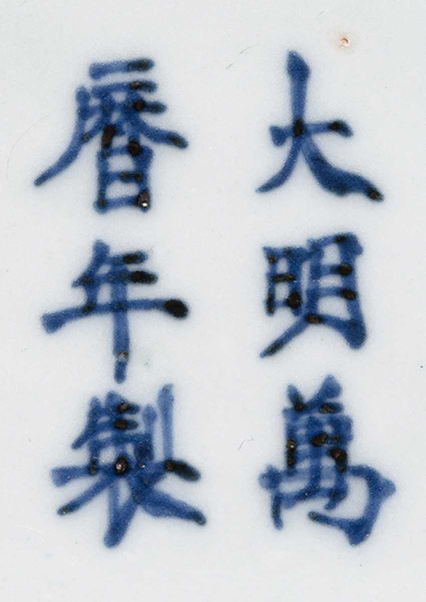 White-glazed 'Yuhuchun'Vase with incised dragon decoration - photo 3