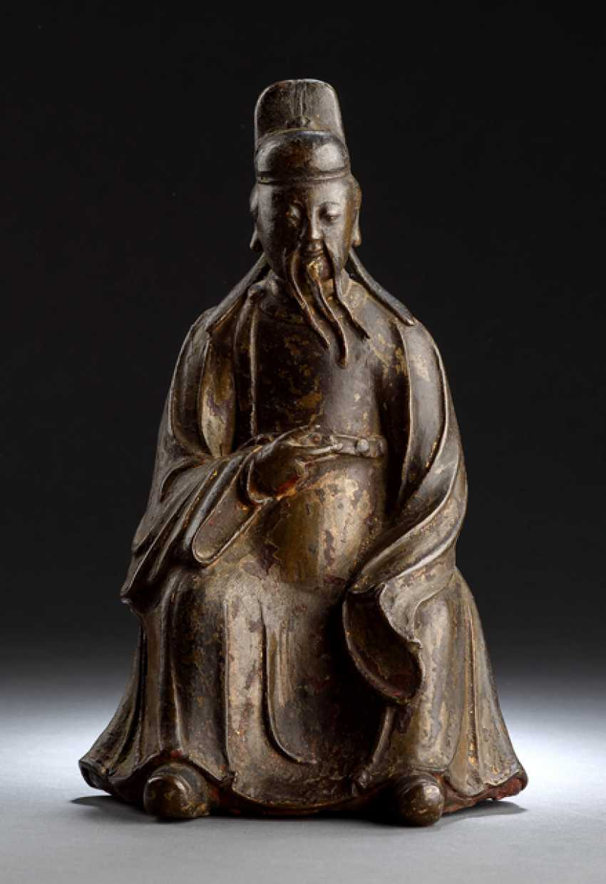 Bronze of a Daoist dignitary - photo 1