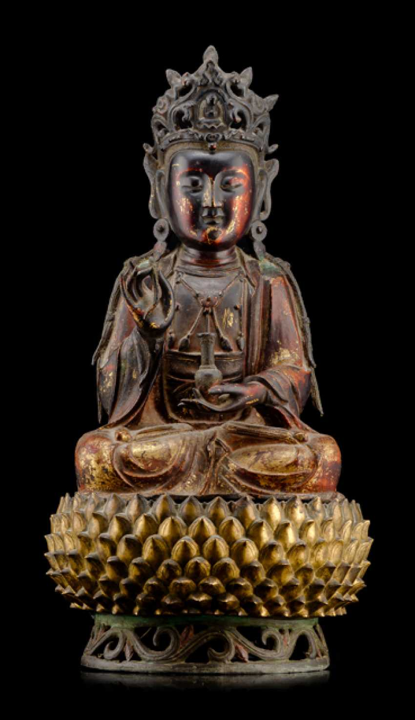 Partially fire-gilded Bronze of Guanyin and fire-gold-plated Lotus pedestal - photo 1