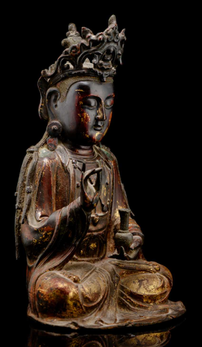 Partially fire-gilded Bronze of Guanyin and fire-gold-plated Lotus pedestal - photo 2