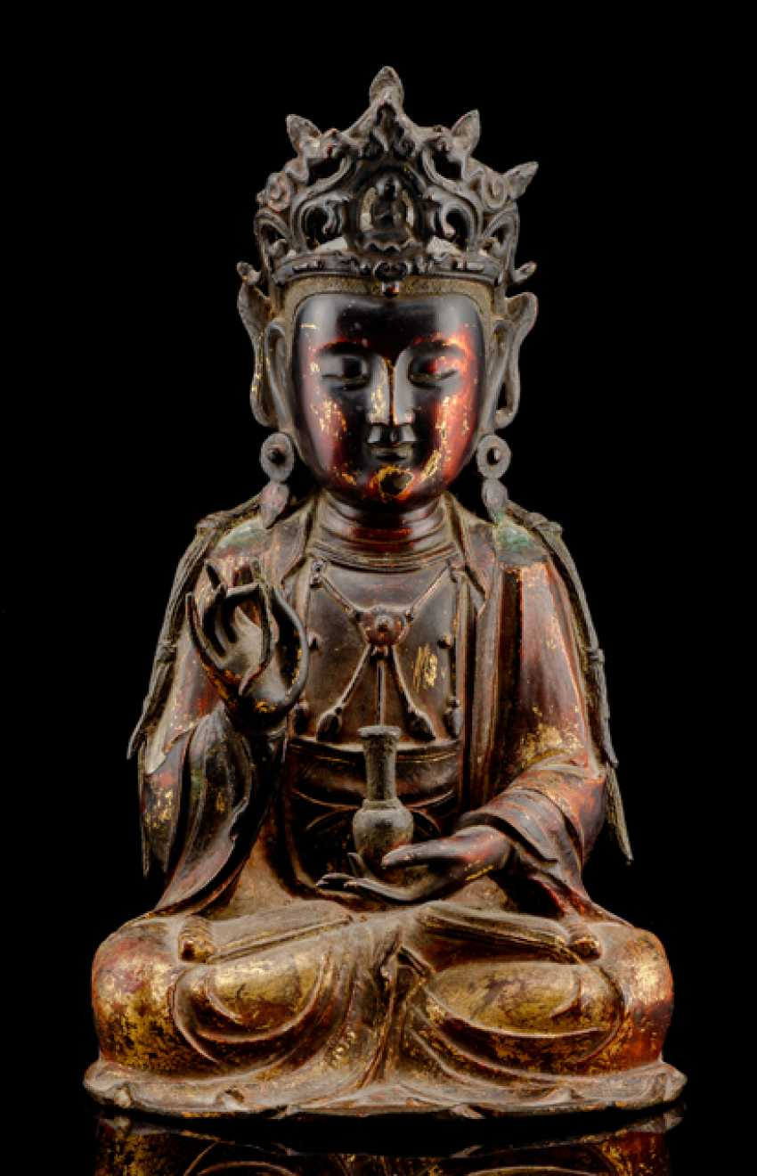 Partially fire-gilded Bronze of Guanyin and fire-gold-plated Lotus pedestal - photo 3