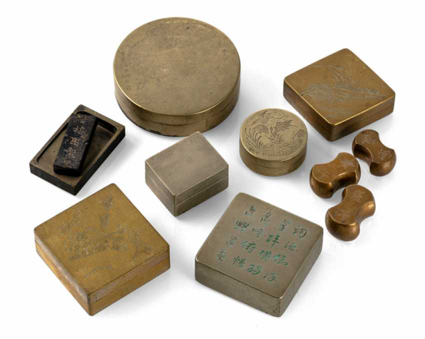 Collection of ten cover cans, paper weights and Tuschreibesteinen metal - photo 1