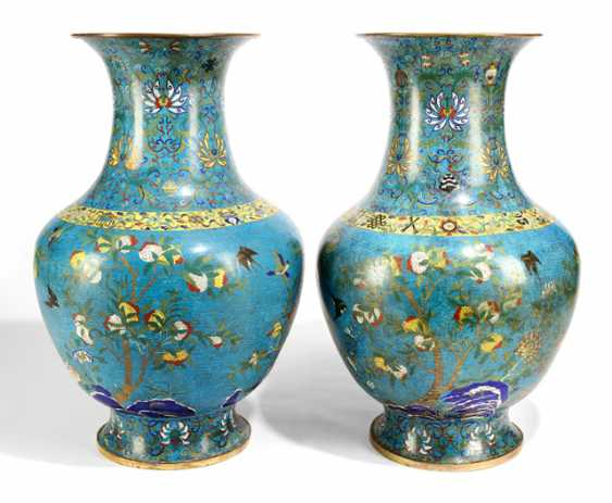 Pair of very large Cloisonné vases with flowers and fruits, and partly fire gilded - photo 1
