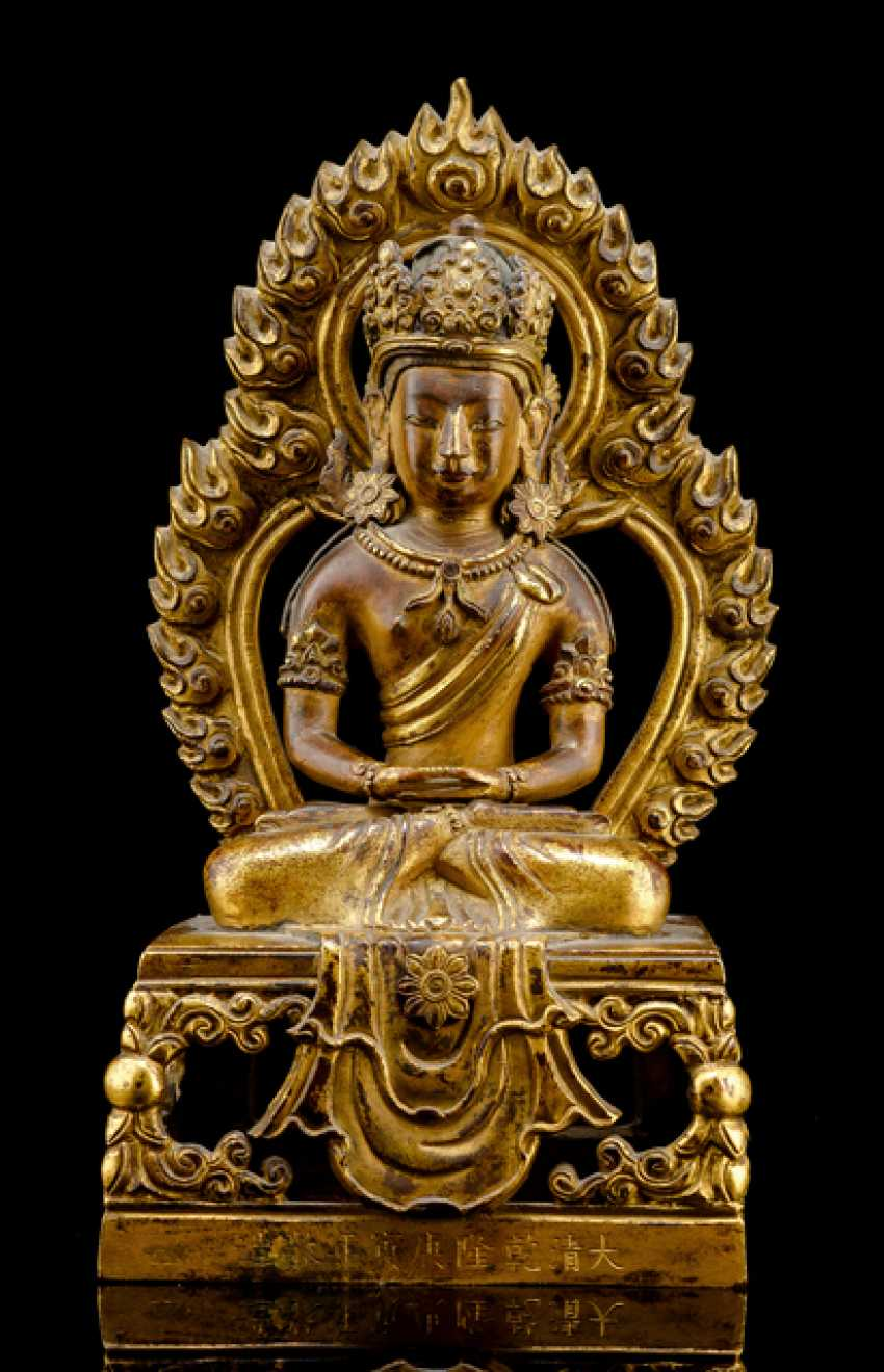 Fire-gilt Bronze of Amitayus on a throne - photo 1