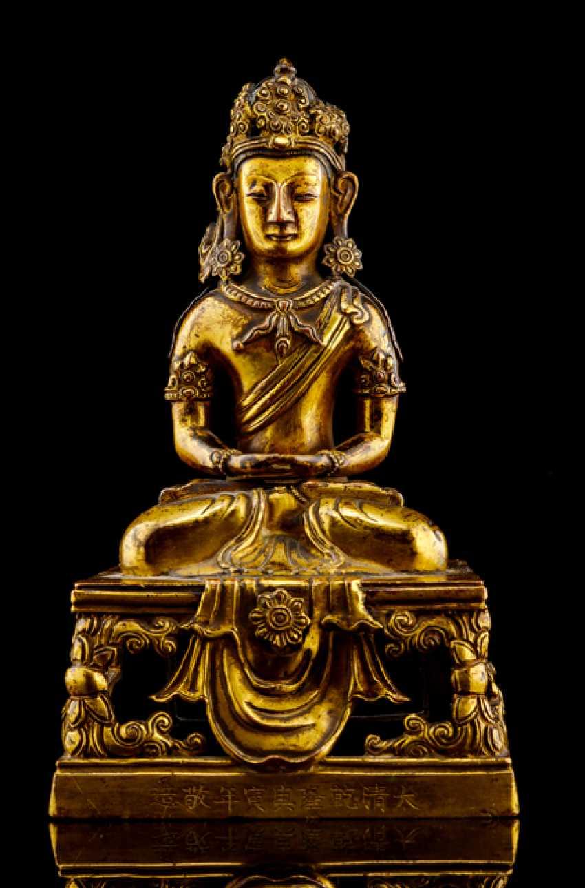 Fire-gilt Bronze of Amitayus on a throne - photo 1