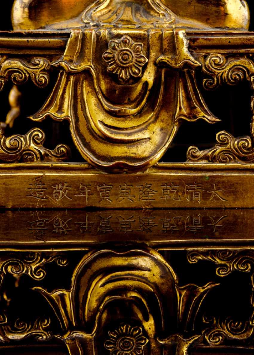 Fire-gilt Bronze of Amitayus on a throne - photo 2